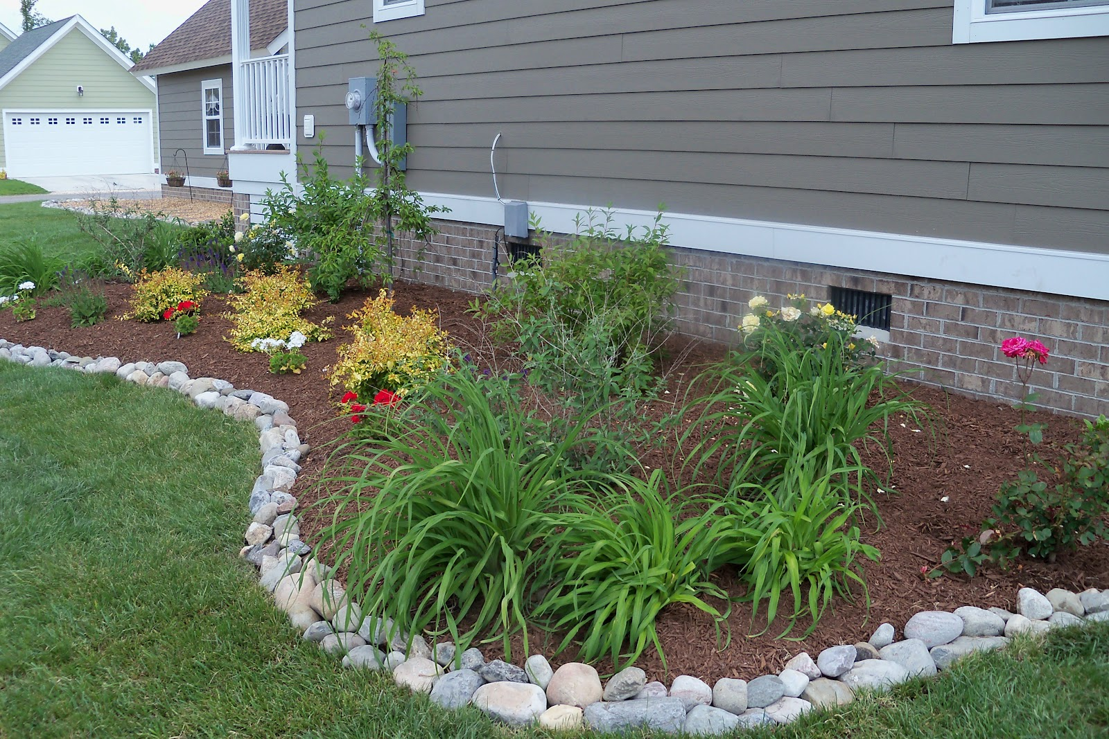 Image of: The Perfect Garden Borders Tips From Beaver Lakes Nursery Landscape Supply In Montrose Co